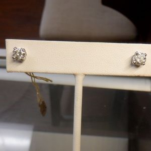 Diamond stud earrings tcw .90 round 14k screwback